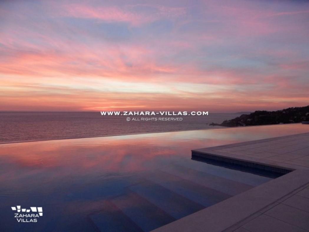 Amaranta - puesta del sol piscina