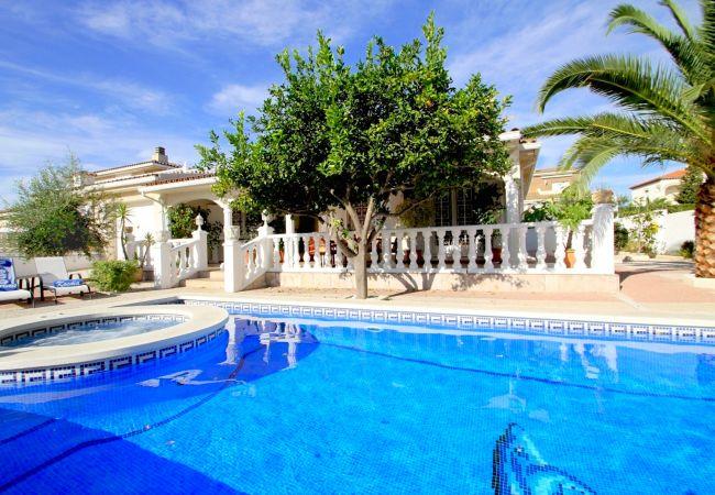 LEMON Villa con piscina jacuzzi y Wifi gratis