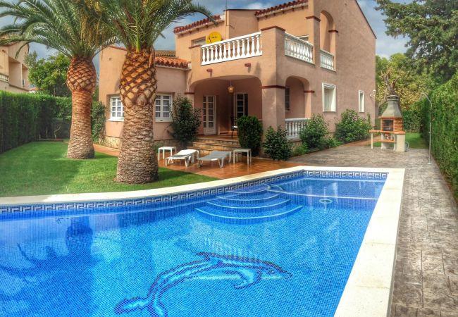 NAPOLEON Villa piscina privada BBQ Wifi gratis