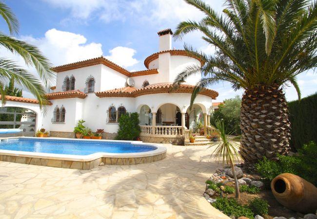 GRANADA Villa piscina jardín BBQ Wifi gratis