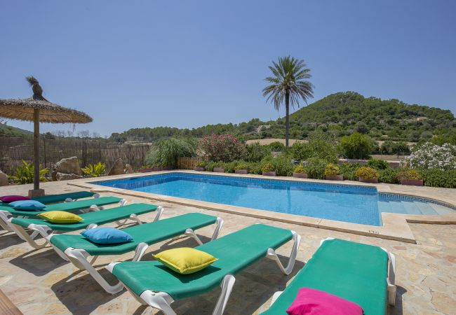 Encantadora casa rústica con piscina en Felanitx