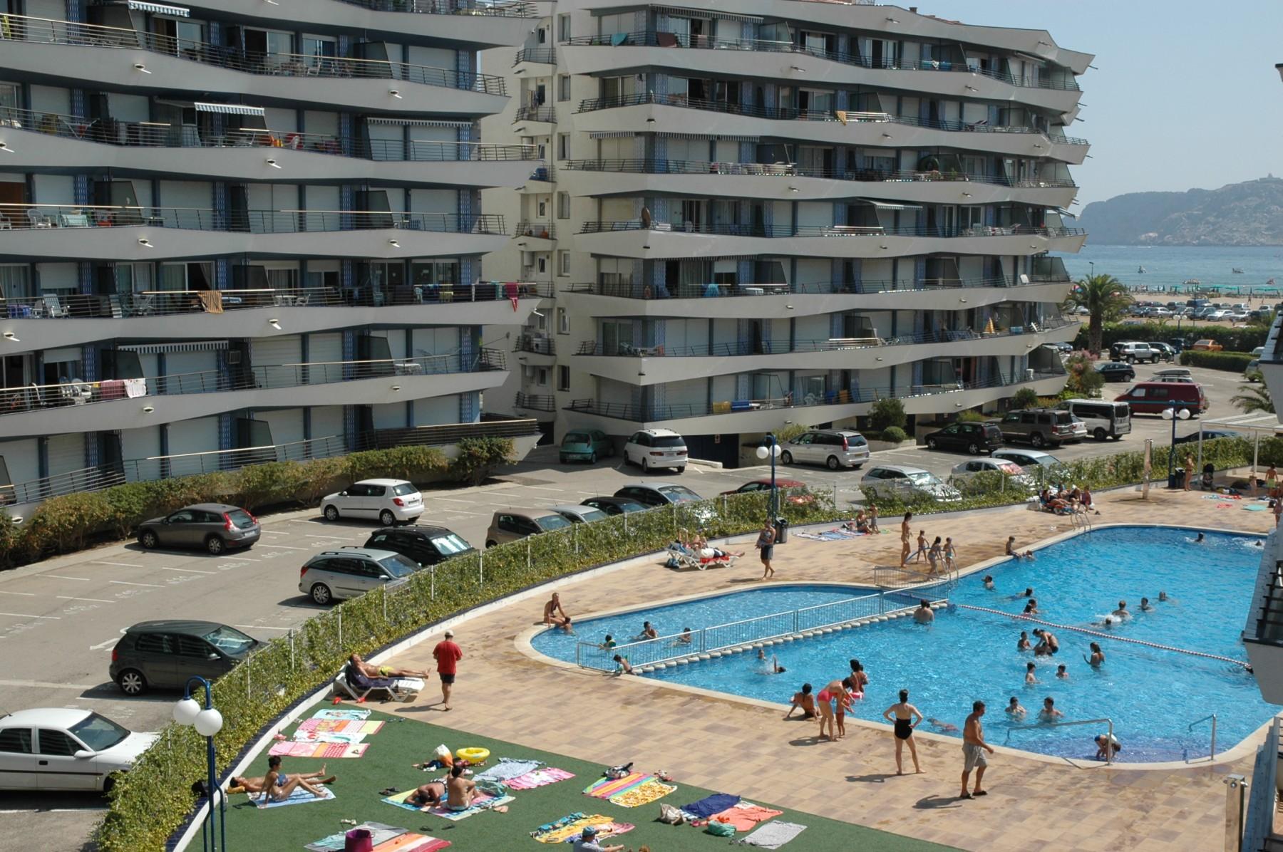 ROCAMAURA I  B 1º-2ª for 6 guests in L Estartit, Spain