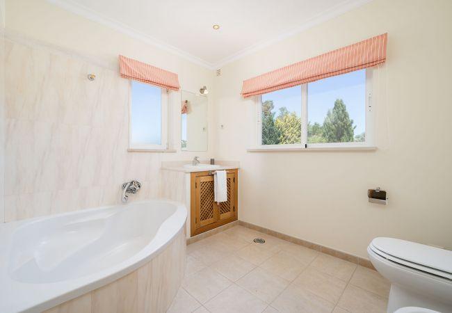 Ferienhaus Villa with free Wi-Fi | A/C | private pool | garden [RLUZ20] (2534662), Luz, , Algarve, Portugal, Bild 23