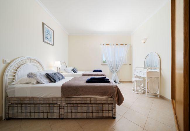 Ferienhaus Villa with free Wi-Fi | A/C | private pool | garden [RLUZ20] (2534662), Luz, , Algarve, Portugal, Bild 31