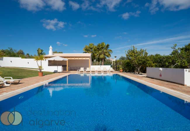 Ferienhaus Villa with free Wi-Fi | A/C | private heated pool | garden | near beach and town | sea vie (2182952), Luz, , Algarve, Portugal, Bild 3