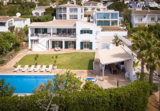 Ferienhaus Villa with free Wi-Fi | A/C | private heated pool | garden | near beach and town | sea vie (2182952), Luz, , Algarve, Portugal, Bild 2