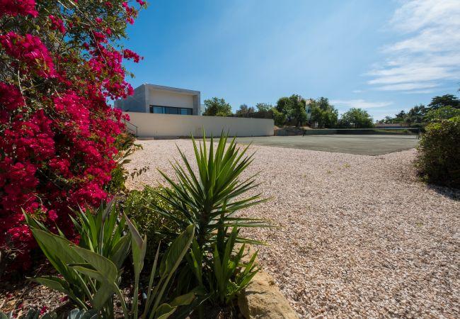 Ferienhaus Villa with free Wi-Fi | A/C | private pool | garden | tennis court | near beach | sea view (2163096), Luz, , Algarve, Portugal, Bild 11