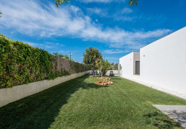 Ferienhaus Villa with free Wi-Fi | A/C | private pool | garden | tennis court | near beach | sea view (2163096), Luz, , Algarve, Portugal, Bild 6