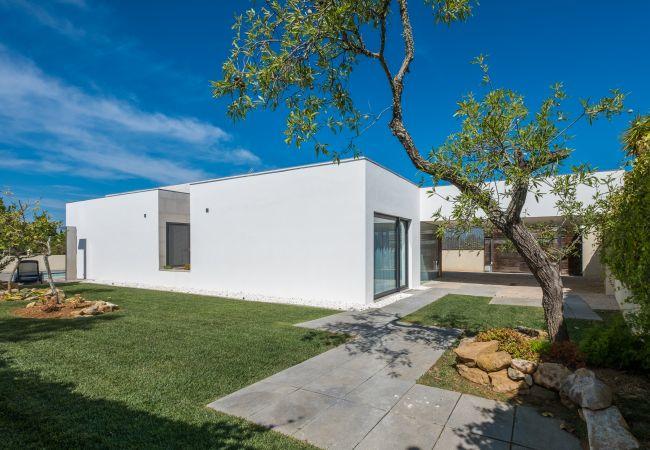 Ferienhaus Villa with free Wi-Fi | A/C | private pool | garden | tennis court | near beach | sea view (2163096), Luz, , Algarve, Portugal, Bild 7