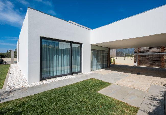 Ferienhaus Villa with free Wi-Fi | A/C | private pool | garden | tennis court | near beach | sea view (2163096), Luz, , Algarve, Portugal, Bild 8