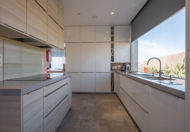 Ferienhaus Villa with free Wi-Fi | A/C | private pool | garden | tennis court | near beach | sea view (2163096), Luz, , Algarve, Portugal, Bild 15