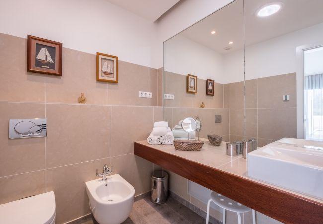 Ferienhaus Villa with free Wi-Fi | A/C | private pool | garden | tennis court | near beach | sea view (2163096), Luz, , Algarve, Portugal, Bild 17
