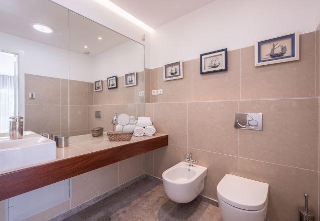 Ferienhaus Villa with free Wi-Fi | A/C | private pool | garden | tennis court | near beach | sea view (2163096), Luz, , Algarve, Portugal, Bild 21