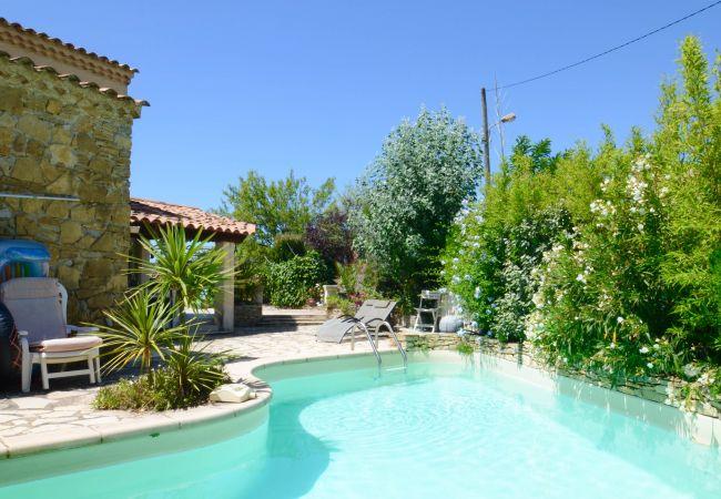 photo VALLOUCHE Villa Provençale Calme Piscine