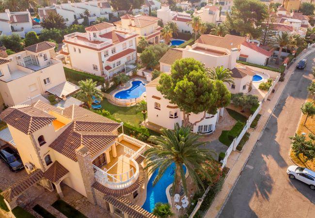 MAGNA Villa piscina cerca del mar Wifi gratis