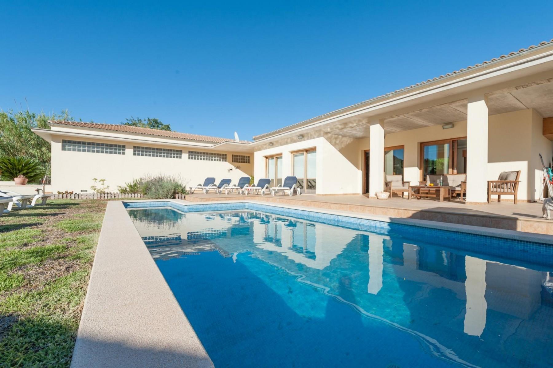 ARADA for 8 guests in Sa Pobla, Spanien