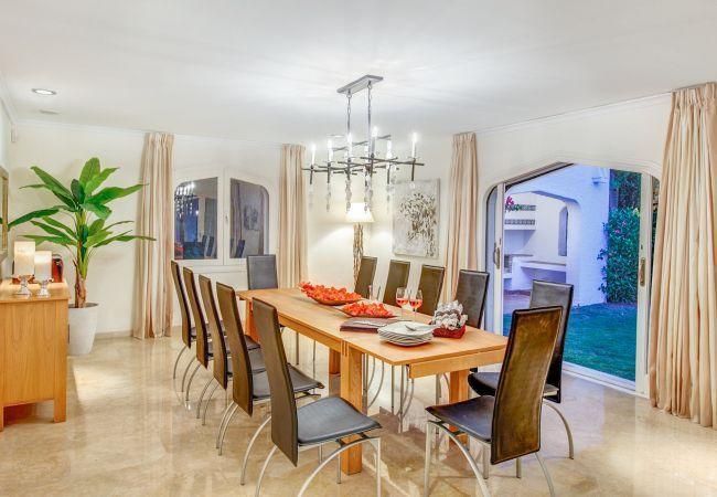 Ferienhaus Upscale villa w/ private pool & amazing location! (2236314), Marbella, Costa del Sol, Andalusien, Spanien, Bild 5