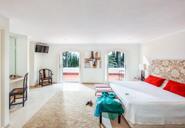 Ferienhaus Upscale villa w/ private pool & amazing location! (2236314), Marbella, Costa del Sol, Andalusien, Spanien, Bild 6