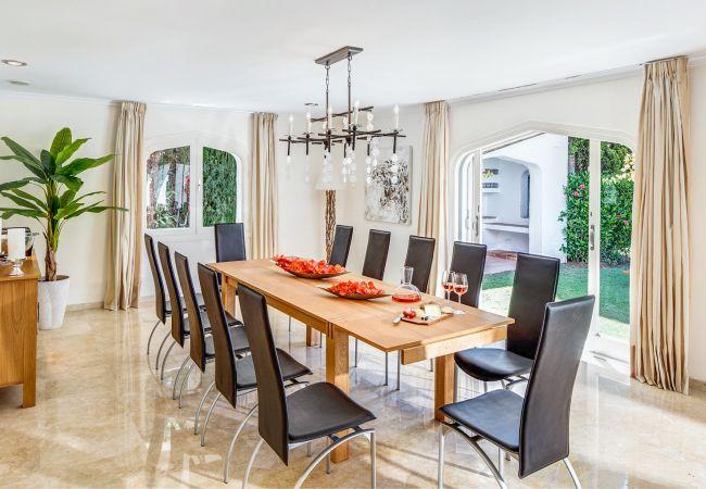 Ferienhaus Upscale villa w/ private pool & amazing location! (2236314), Marbella, Costa del Sol, Andalusien, Spanien, Bild 13
