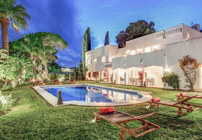 Ferienhaus Upscale villa w/ private pool & amazing location! (2236314), Marbella, Costa del Sol, Andalusien, Spanien, Bild 1