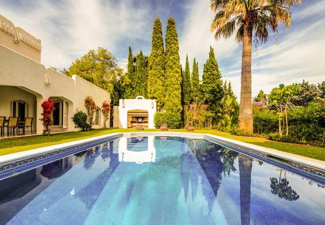 Ferienhaus Upscale villa w/ private pool & amazing location! (2236314), Marbella, Costa del Sol, Andalusien, Spanien, Bild 2