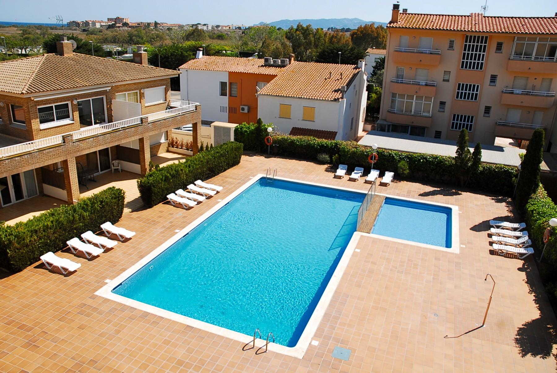 APTOS. DEL SOL  101 for 4 guests in L Estartit, Spanien