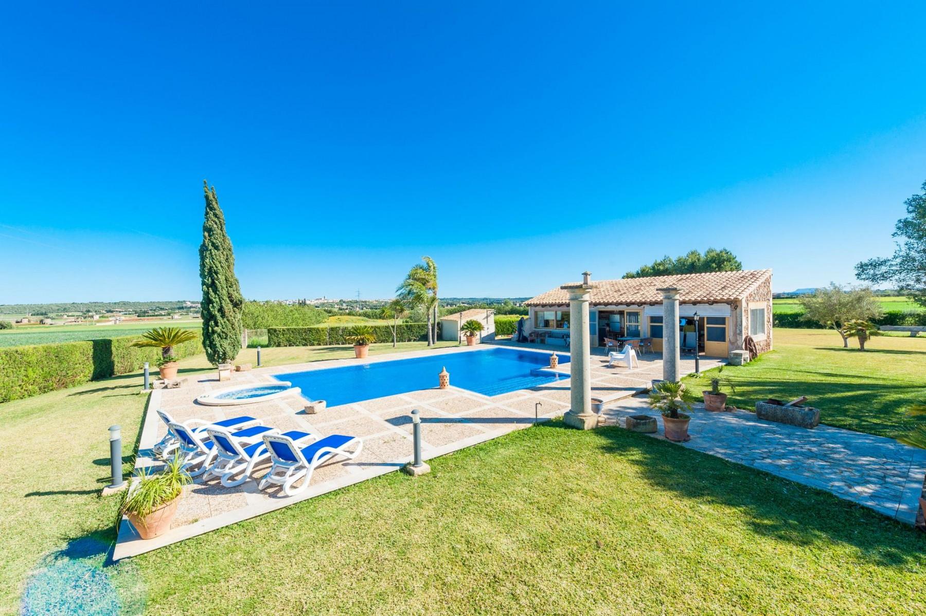 GARRIGA for 10 guests in Sa Pobla, Spanien