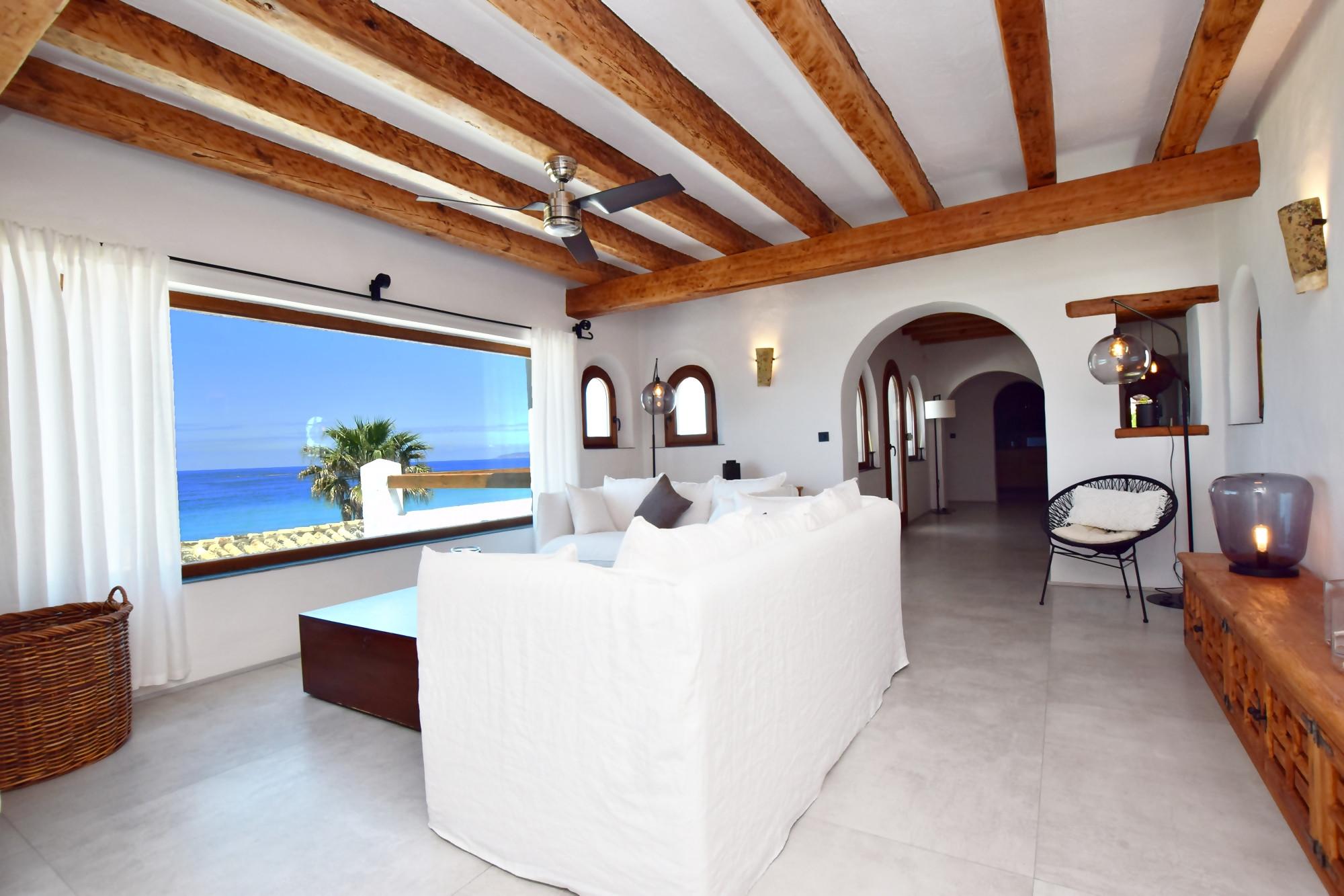 El Peñón - Salón 1 con vistas al mar