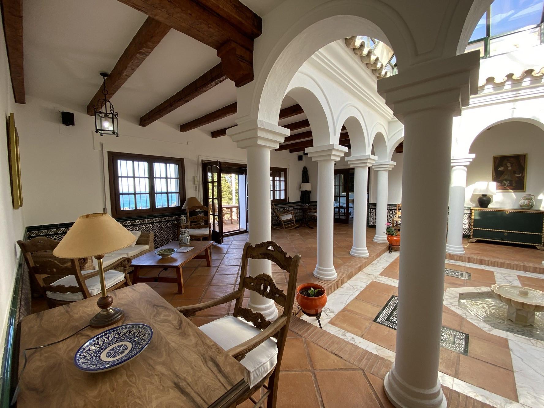Al Amireh - Patio central