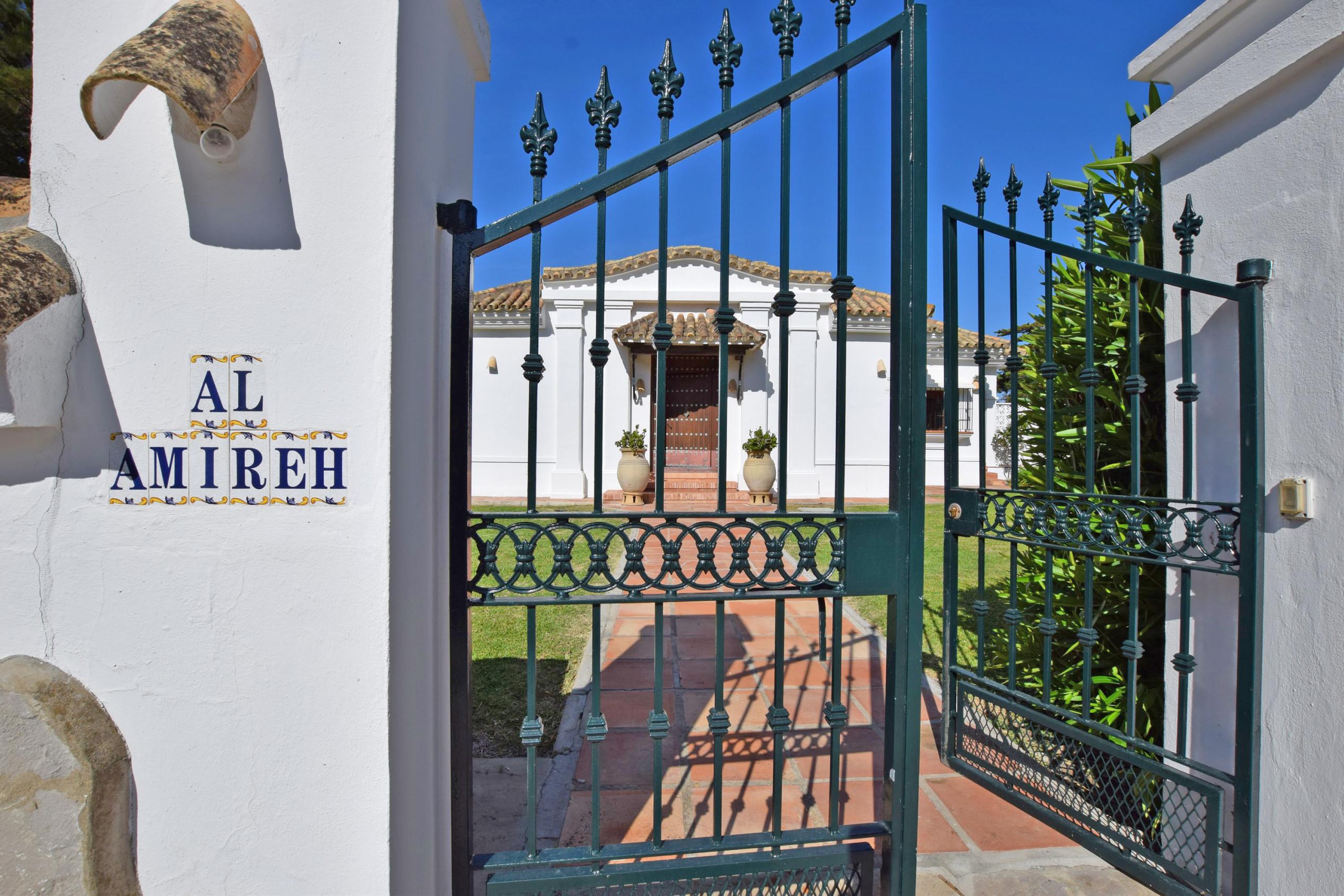Al Amireh - Acceso a Villa