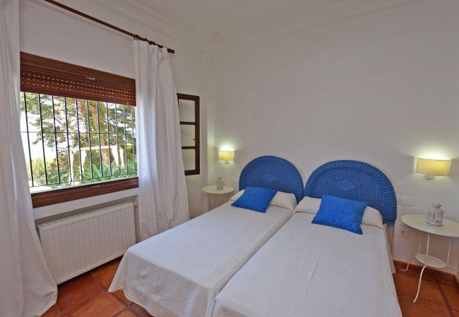 Al Amireh - Dormitorio 5  planta baja (2)