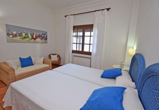 Al Amireh - Dormitorio 5  planta baja (3)