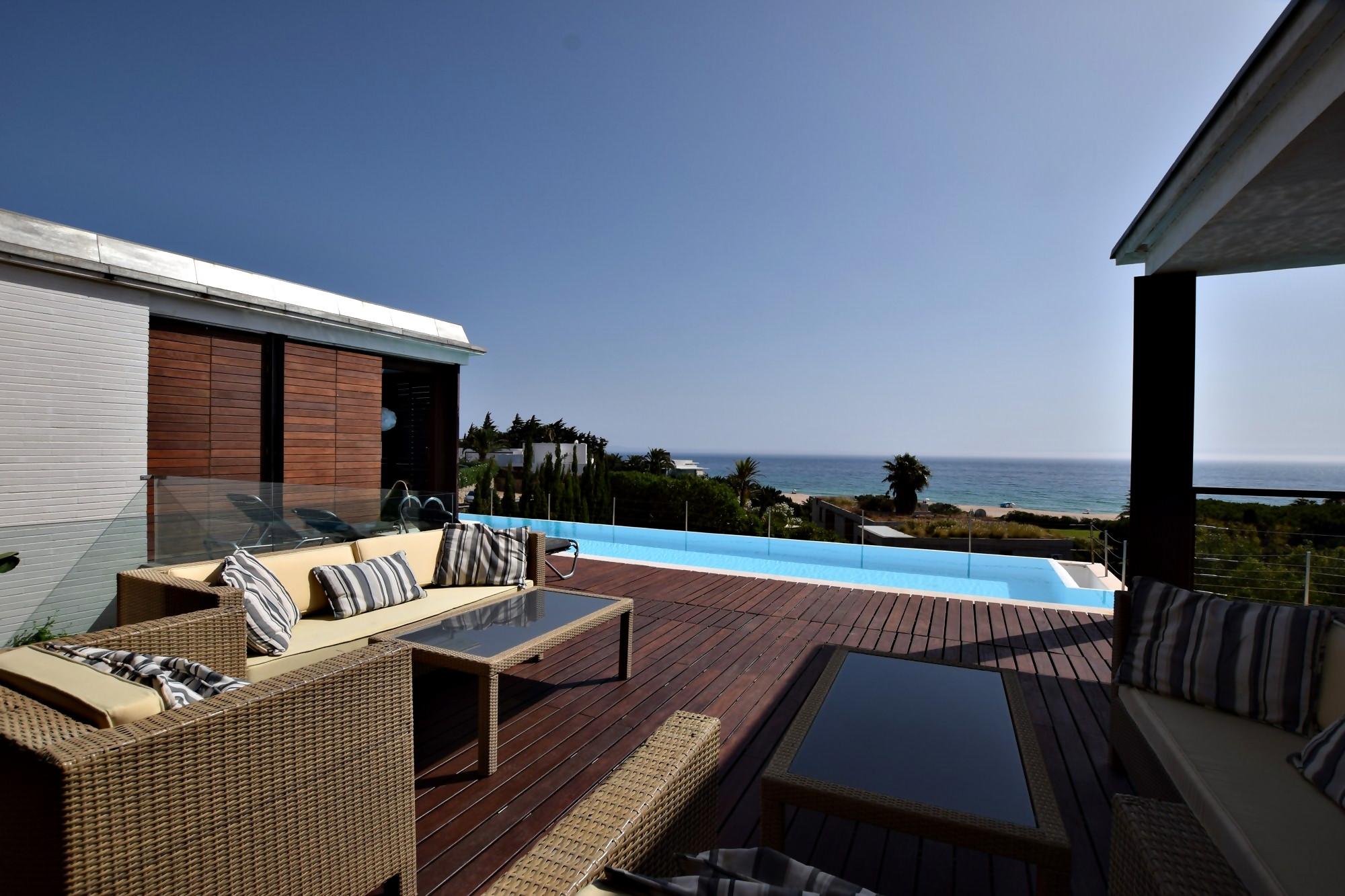 Atlántico IV - Zona de descanso piscina