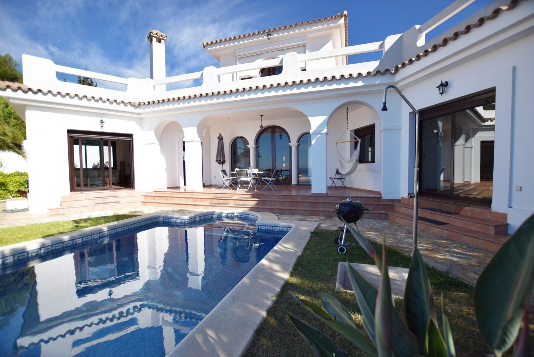 Casa Blanca - Piscina con ducha exterior