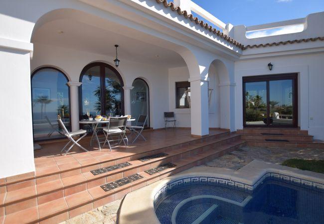 Casa Blanca - Comedor terraza con piscina
