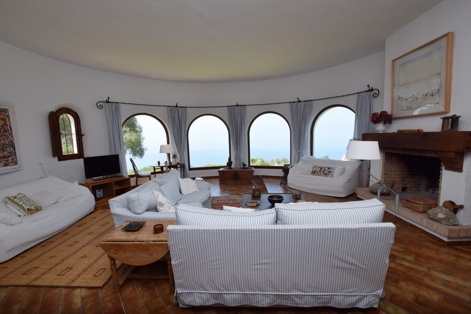 El Balcon - Salón con vistas al mar y chimenea