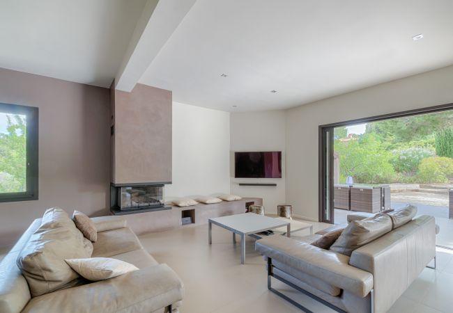 photo BRUYERE Villa moderna situada en zona privada con piscina, tenis y acceso privado a la playa