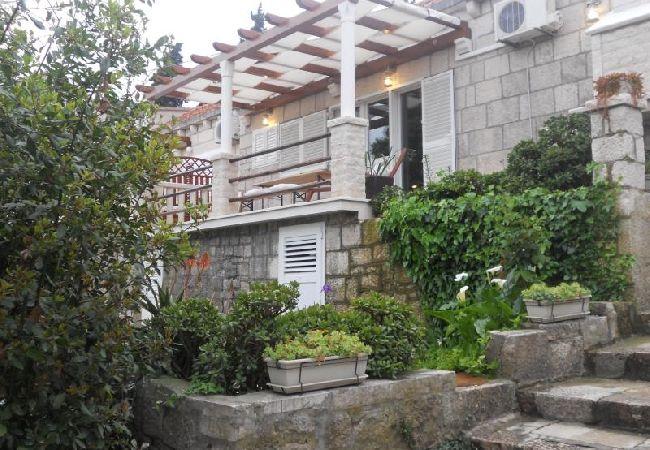 Holiday apartment 3555-1 für 3+1 Pers. in Korcula (2317727), Korčula, Island of Korcula, Dalmatia, Croatia, picture 2