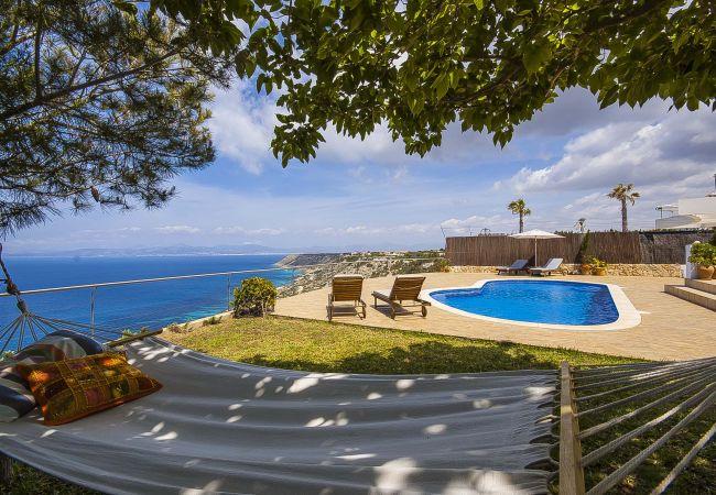 Villa con vista al mar y piscina privada