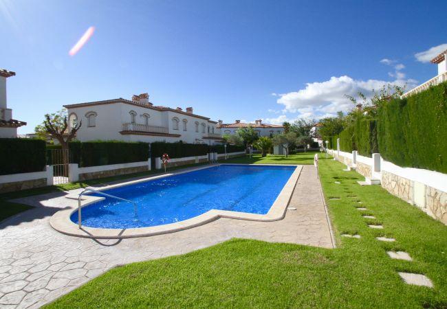 BOSQUE21 adosado con jardín BBQ y piscina comun