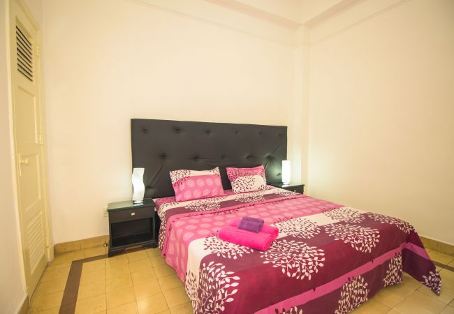 Comfy and cozy apartment, 2 blocks to Capitol (4p)  in Kuba