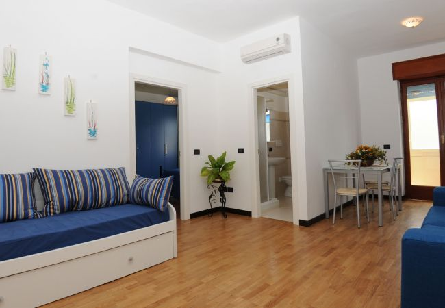 AMORE RENTALS Casa Azzurra with Air Conditioning WI FI and Heating in the Town Center