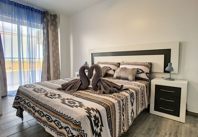 moderne Wohnung, Balkon, Pool, gratis WiFi   Torrevieja