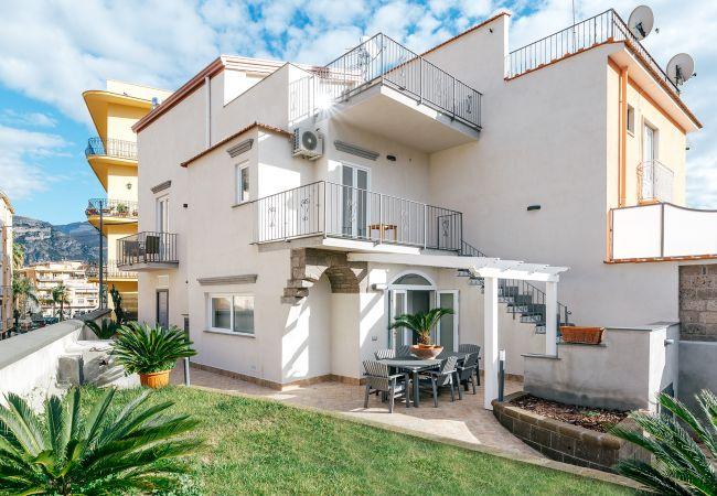 Ferienhaus Villa Totti with Private Pool, Garden, Parking and Elevator (2516709), Sant'Agnello, Amalfiküste, Kampanien, Italien, Bild 2