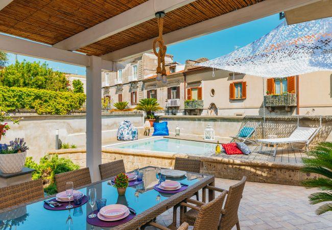 Ferienhaus Villa Totti with Private Pool, Garden, Parking and Elevator (2516709), Sant'Agnello, Amalfiküste, Kampanien, Italien, Bild 1