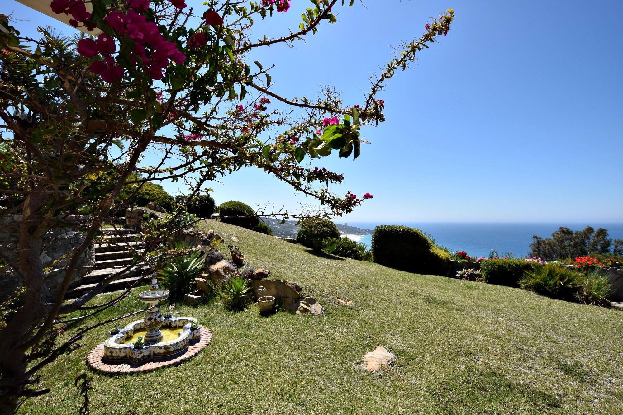 Casa Anselmo - Vistas Faro Camarinal desde Jardin