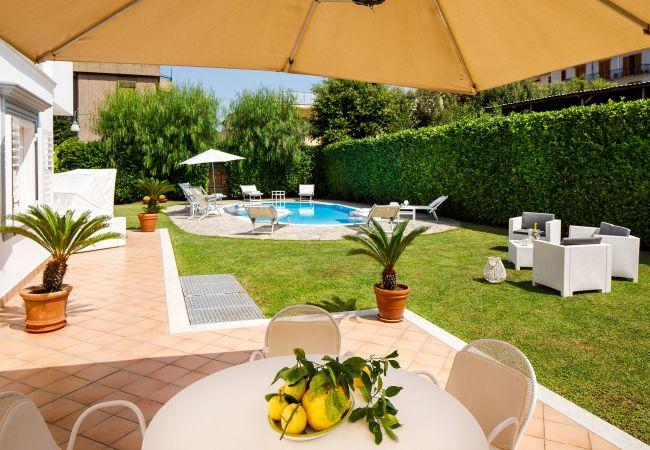 Ferienhaus Villa Lia with Private Pool, Garden and Parking (2670396), Sant'Agnello, Amalfiküste, Kampanien, Italien, Bild 2