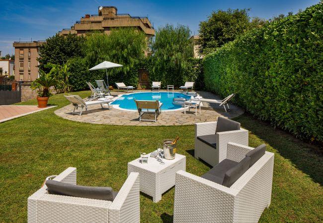 Ferienhaus Villa Lia with Private Pool, Garden and Parking (2670396), Sant'Agnello, Amalfiküste, Kampanien, Italien, Bild 6