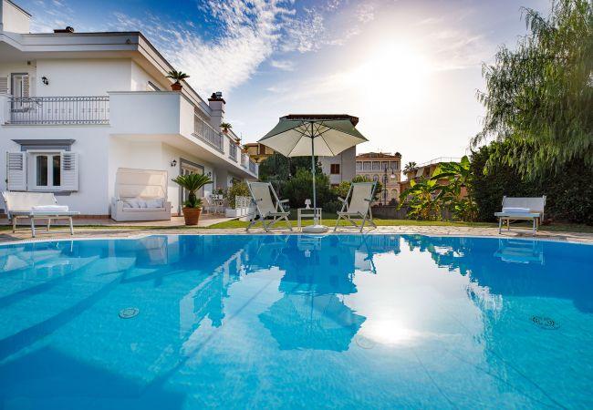 Ferienhaus Villa Lia with Private Pool, Garden and Parking (2670396), Sant'Agnello, Amalfiküste, Kampanien, Italien, Bild 10
