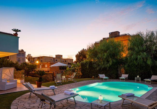 Ferienhaus Villa Lia with Private Pool, Garden and Parking (2670396), Sant'Agnello, Amalfiküste, Kampanien, Italien, Bild 9